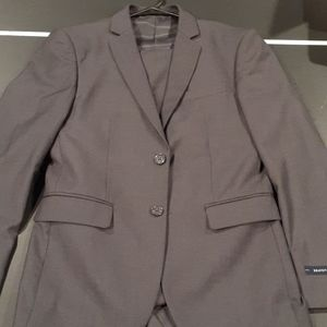 NWT MEN SUIT.  BRAVRMAN.  34S NWT